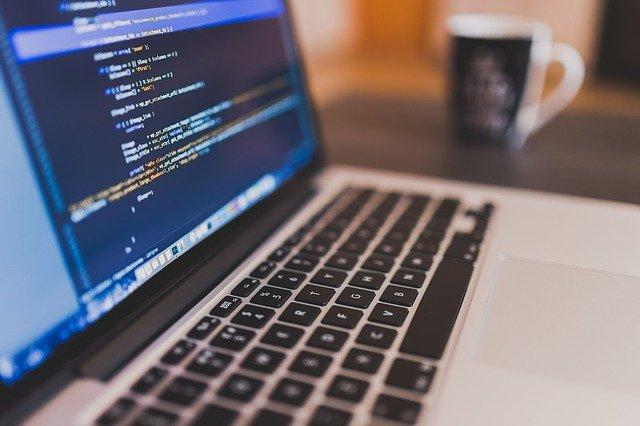 ソフト設計は、製品のCPUのソフトを開発する作業になります。例えば、スマホの本体だけがあってもファームを書かない限り動きません。